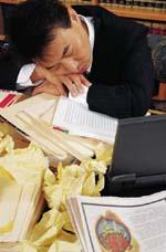 働き過ぎ、人間関係、ストレスが心身に蓄積